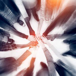 נשים משלבות ידיים | צילום: depositphotos